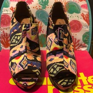 A pair of Charlotte Russe multi color wedge